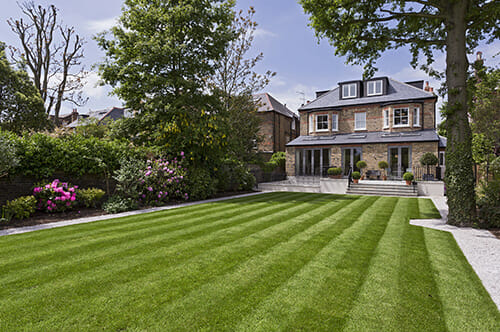 beautiful-home-with-stripes-on-lawn
